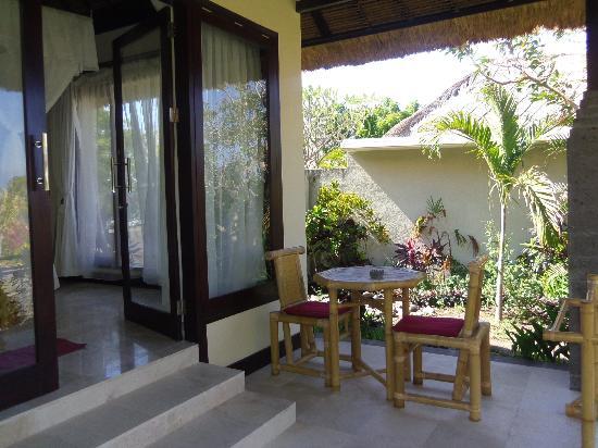 Toyabali Beach Bungalows: Terrasse Villa Monica