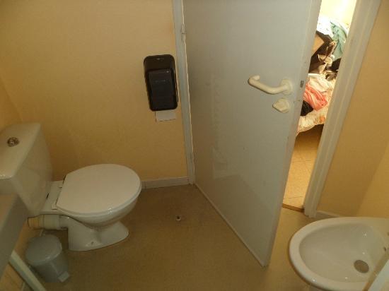 Hotel du Canal: wc dans salle de bain