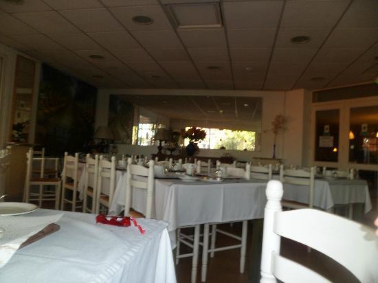 Hotel du Canal: salle petits-déjeuners
