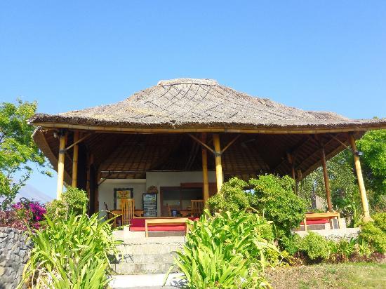 Toyabali Beach Bungalows: Ptit resto convivial avec une très belle vue