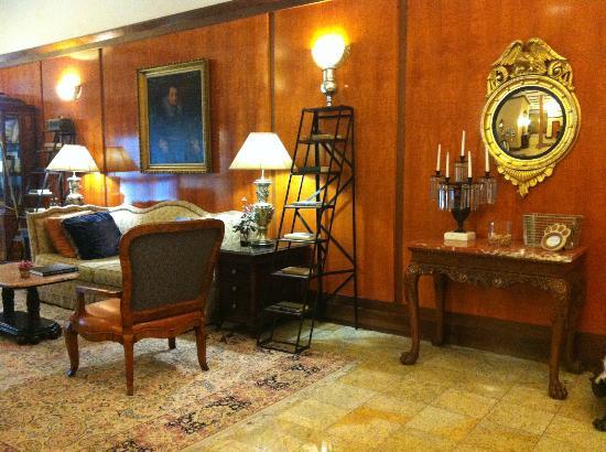 Hotel Providence: Lobby