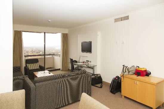 Rydges North Sydney: suite with balcony