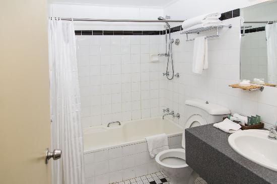Rydges North Sydney: Bathroom
