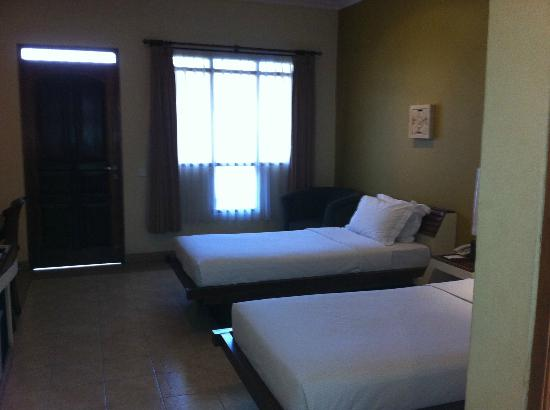 Mutiara Bali Boutique Resort & Villas: An unsmudged room next door the nice staff let me take a quick snap of it.