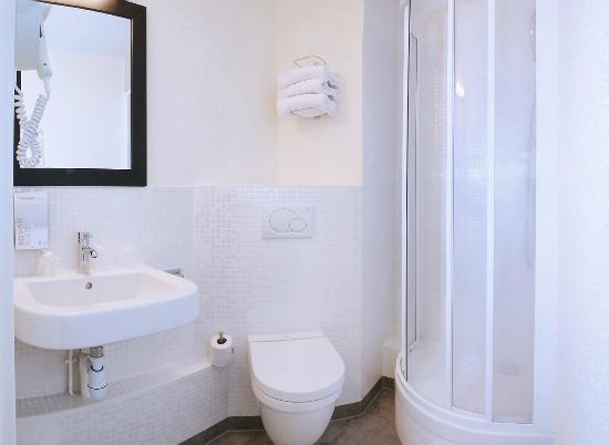 Campanile Creteil Centre : Salle de bain