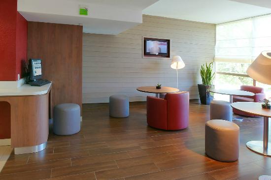 Campanile Creteil Centre : Hall et Business corner
