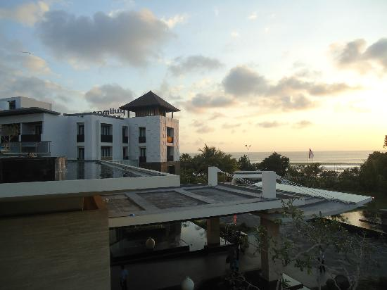 Pullman Bali Legian Beach: Rooftop pool at sunset.