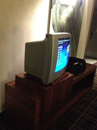 Dorint Hotel am Heumarkt Koln: How is old is your TV!?