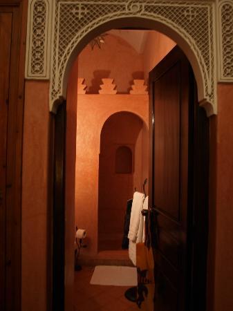 Riad Aguerzame : La salle de bains