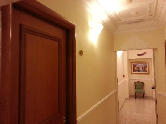 Hotel Contilia: entrance in room 211