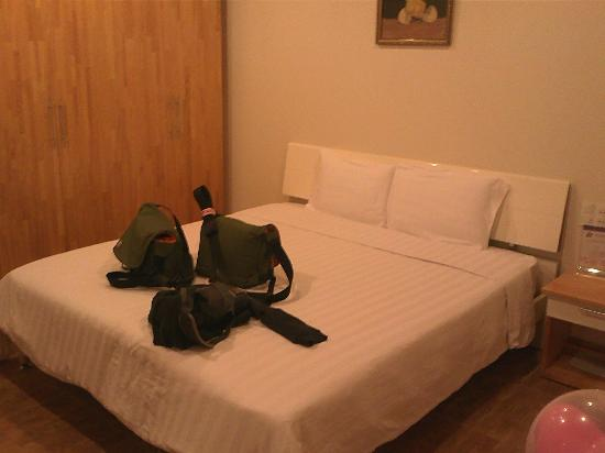 Hoang Loc Villa Hotel: The spacious, clean and comfortable room