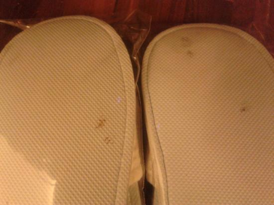 Hotel Baraquda Pattaya - MGallery by Sofitel: Hotel supplies used slippers
