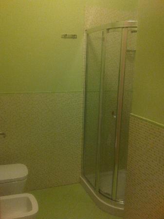 Qualys Hotel Nasco: doccia