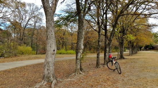 Oak Point Park & Nature Preserve : Oak Point and Bob Woodruff Parks/Santa Fe Trail