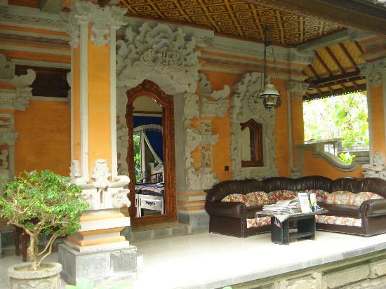 Ubud Sensasi Bungalow: Bali balcony