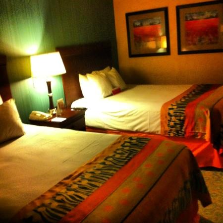 Ramada Virginia Beach Oceanfront: very clean & confortable beds