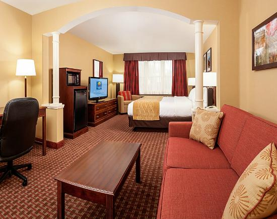 Comfort Inn & Suites Near Burke Mountain: Our new remodeled rooms - King bed plus a pullout sofa