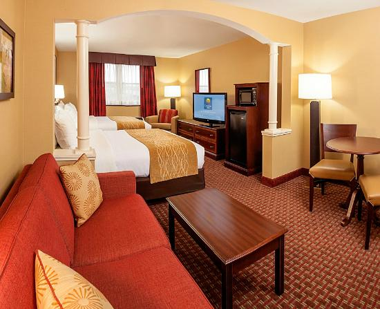 Comfort Inn & Suites Near Burke Mountain: Our new remodeled rooms - Queen/Queen room with pullout sofa