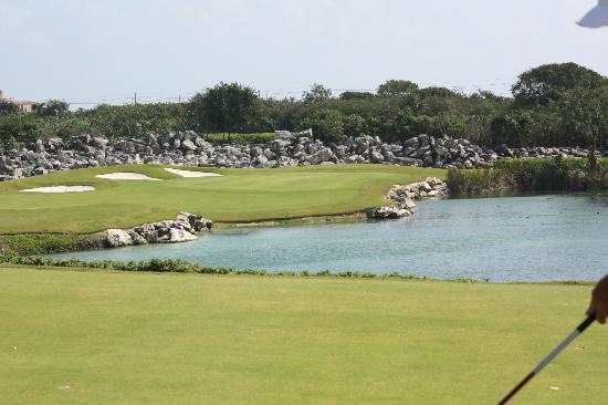 Riviera Maya Golf Club: Magnifique PAR 3, difficile par contre :)