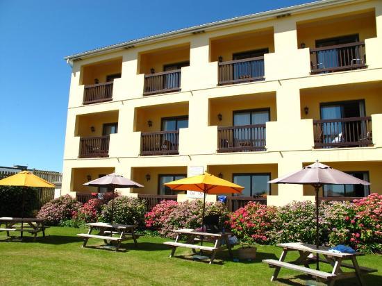 Sands Resort Hotel & Spa: Pool area & Garden