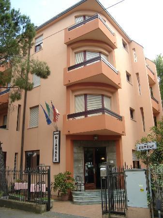 Hotel Niagara Rimini : entrance of hotel