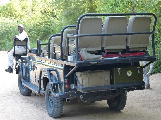 Londolozi Tree Camp: Milton on our land rover for the game drives