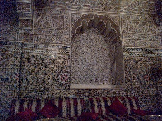 Agdal Hotel: Lounge area with amazing tiles