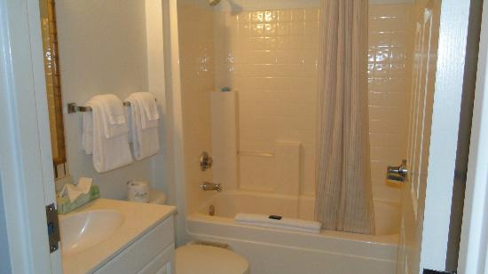 Extended Stay America - Orlando Theme Parks - Vineland Rd.: Baño impecable