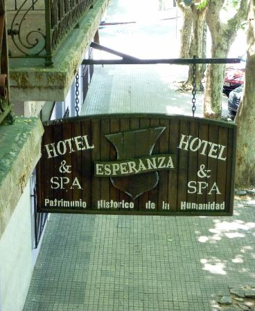 Hotel Esperanza & Artemisa Spa: cartel sobre la av.