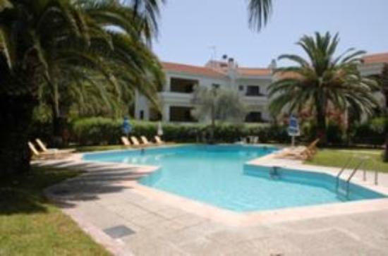 Niki Hotel Apartments: Pool View