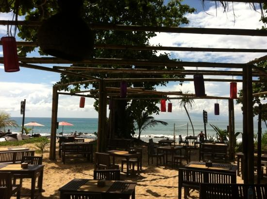 LaLaanta Hideaway Resort: restaurant on the beach by the bar and pool