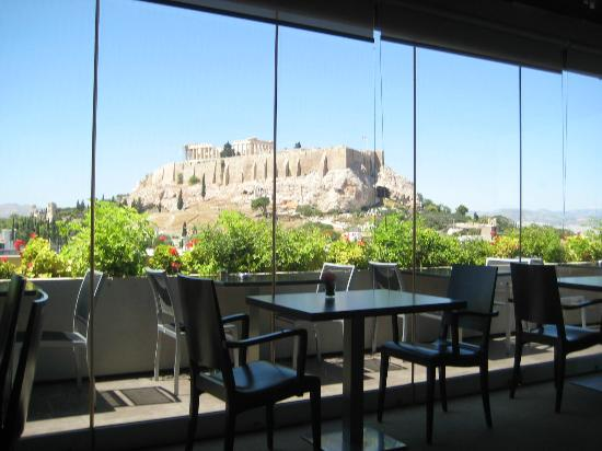 The Athens Gate Hotel: View from the roof top restaurant where they serve breakfast :)