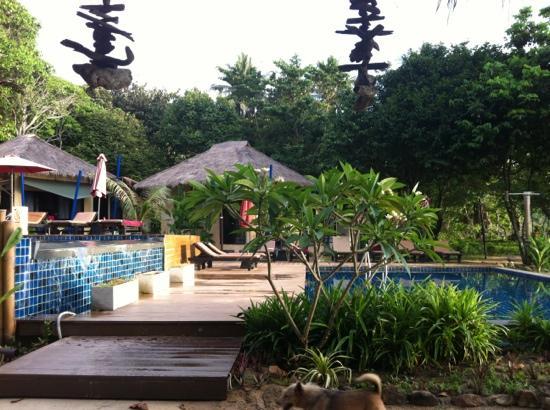 LaLaanta Hideaway Resort: two pools by the beach