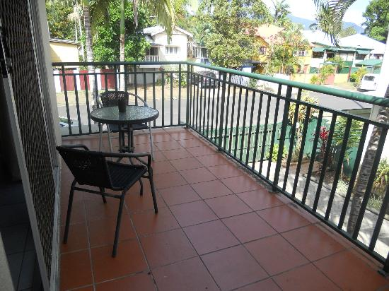 Koala Court Holiday Apartments: The balcony (if you are in an upstairs apartment)