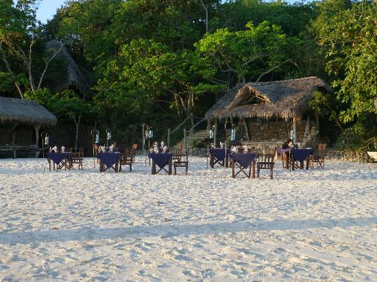 Fundu Lagoon: beach bbq dinner
