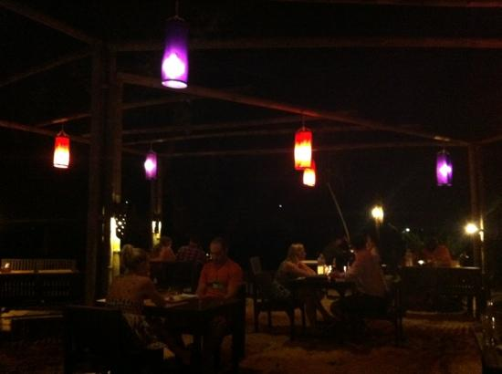 LaLaanta Hideaway Resort: restaurant, dinner with your feet in the sand every night :)