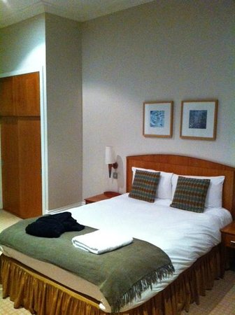 The Park Hotel: Large comfortable bed