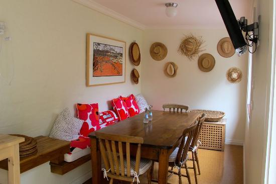 Admiral Collingwood Lodge: Indoor cozy dining room