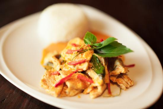Destiny Cafe & Restaurant: Penang dish. Popular Thai dish..