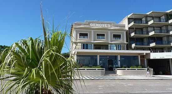 Hotel Genoves: Fachada del Hotel Genovés. En la Rambla frente al mar.