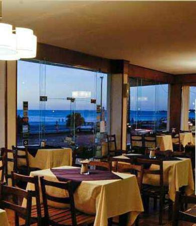Hotel Genoves: Cafetería donde se sirven muy buenos desayunos y meriendas.