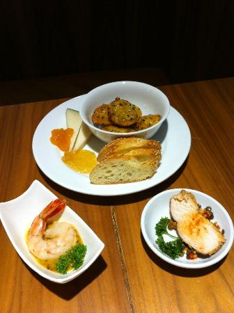 Grand Hyatt New York: lounge canapes