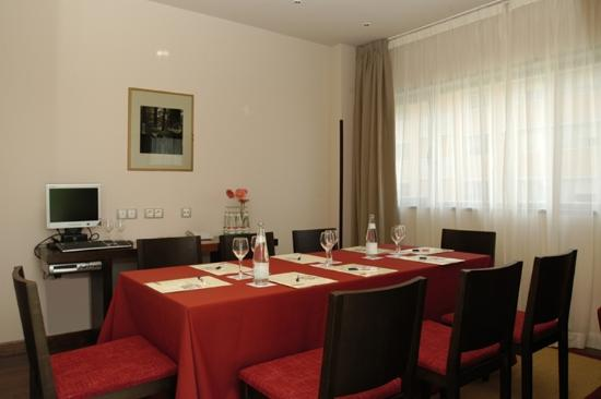Petit Palace Madrid Aeropuerto Hotel: Salón Suite