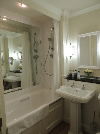 Belmore Hotel: En Suite Bathroom