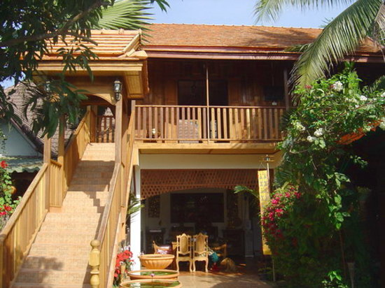 Golden Teak Home: property grounds