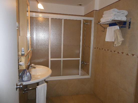 Hotel Bel Air: Ducha e banheira!
