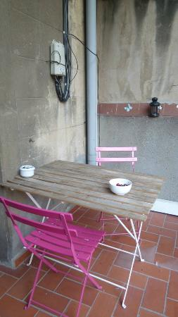 Lullaby Rambla Catalunya: dining table on the terrace