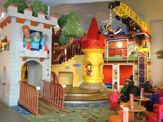 Legoland Windsor Resort Hotel: Indoor play area - the disco is here in the evening