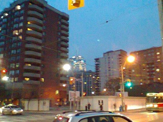 Hilton Garden Inn Toronto City Centre: Waiting on the streetcar at Dundas and Jarvis, outside the Hilton Garden Inn.
