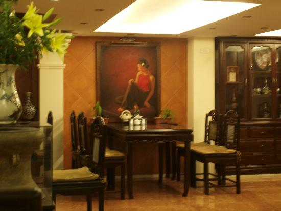 Classic Street Hotel : painting at breakfast area